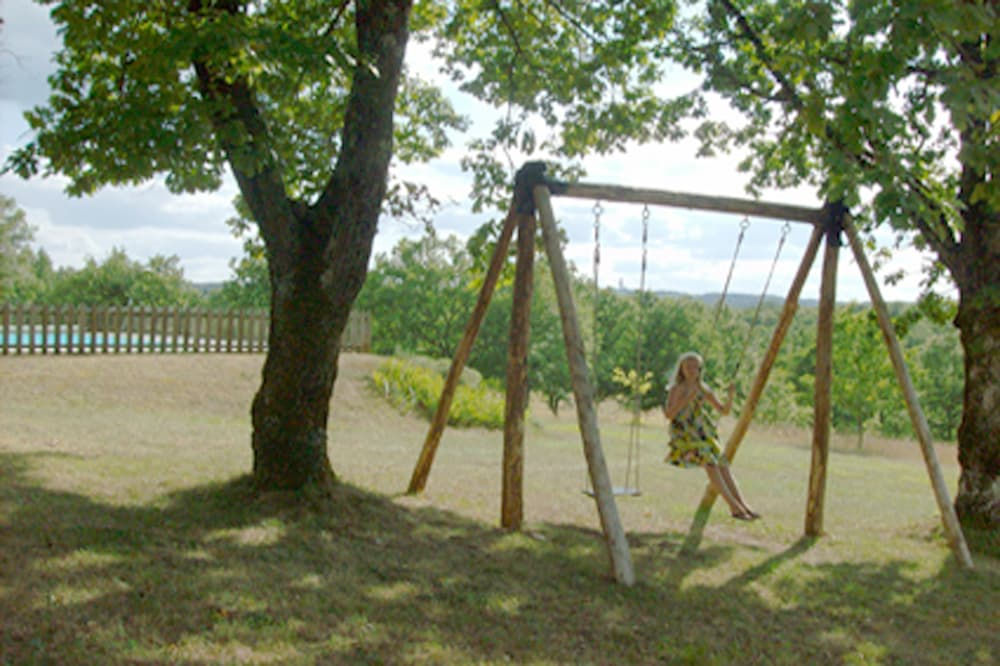 Lawned garden and swing