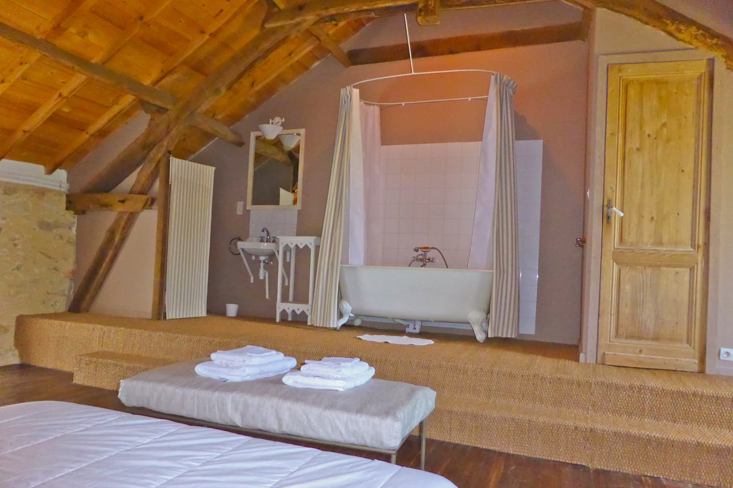 Bedroom with ensuite bathroom in Dordogne self-catering accommodation