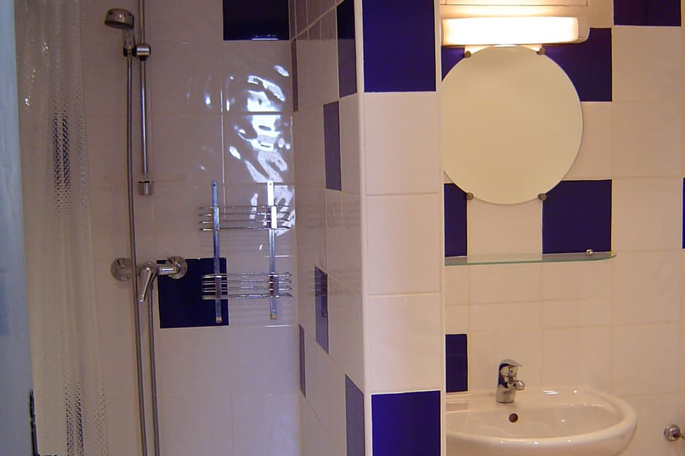 Bathroom in Hautes-Alpes holiday accommodation