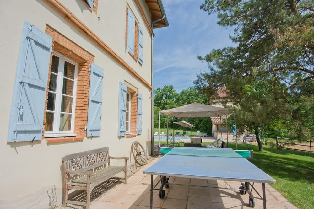 Terrace with table tennis