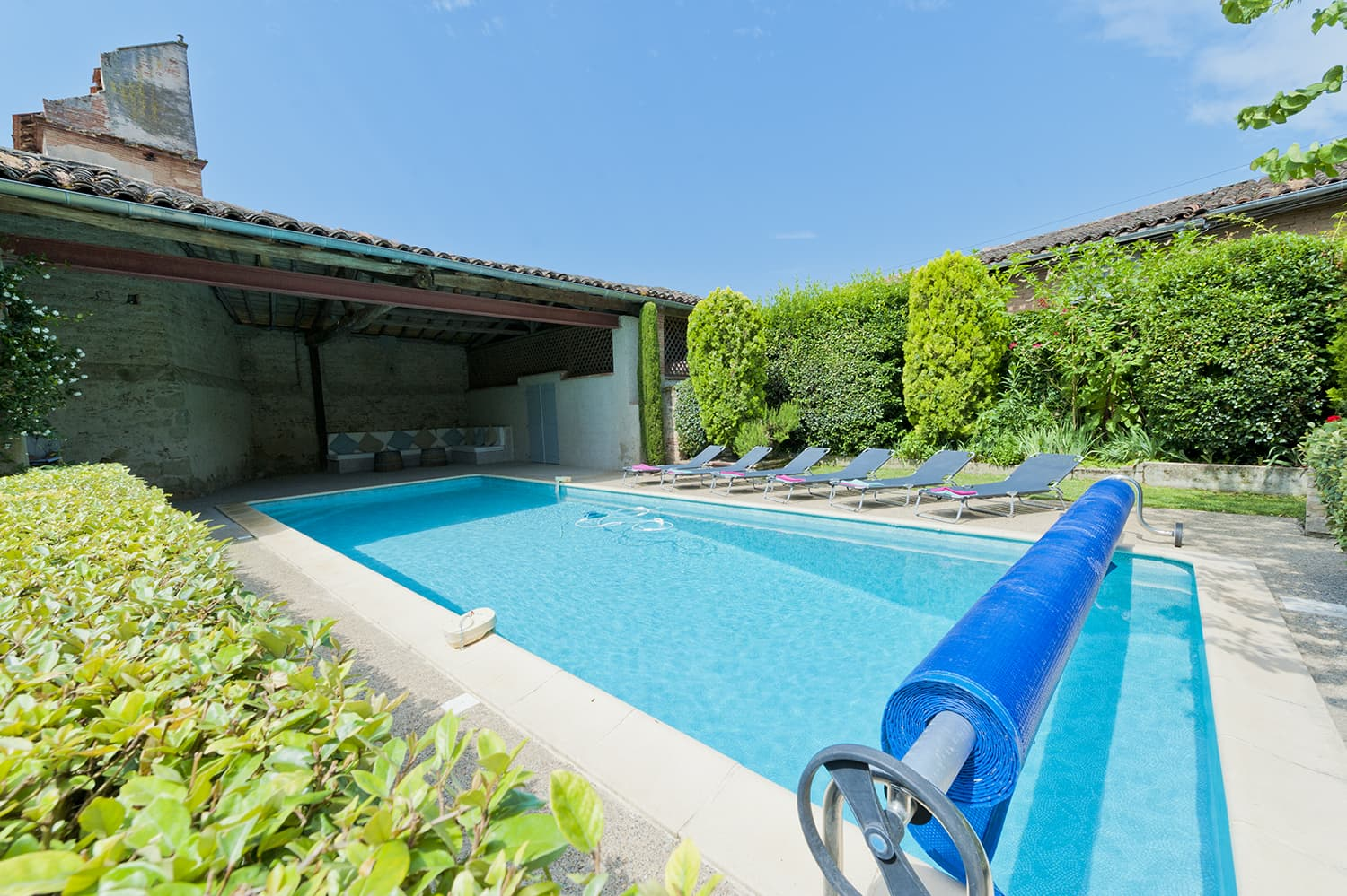 Private pool with covered terrace in Lisle-sur-Tarn