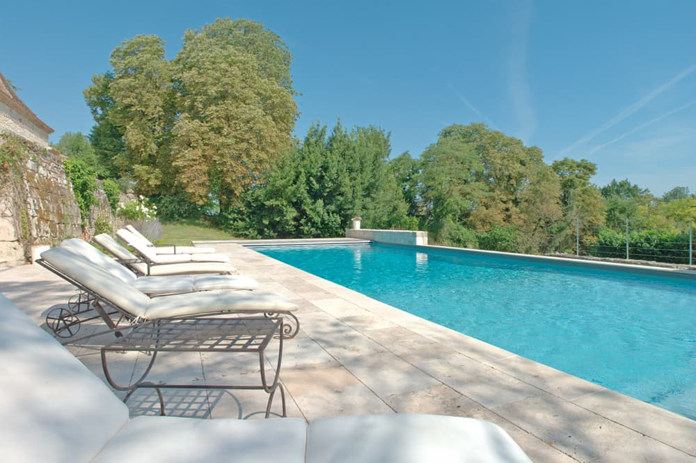 Private heated pool in Dordogne