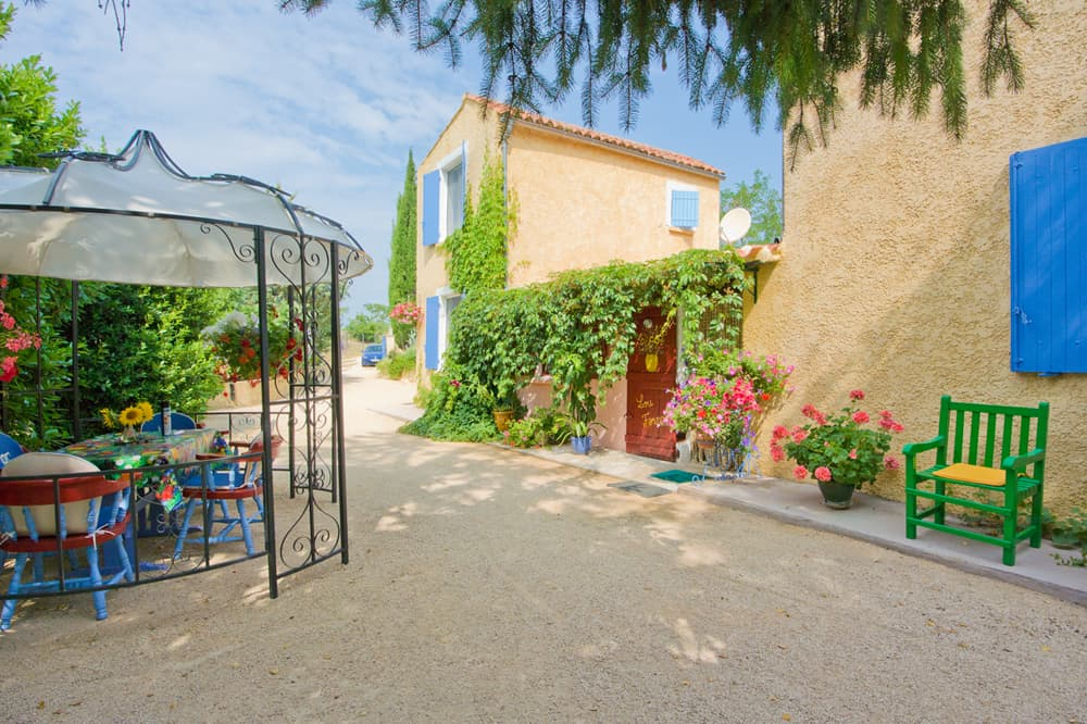 Languedoc holiday accommodation terrace