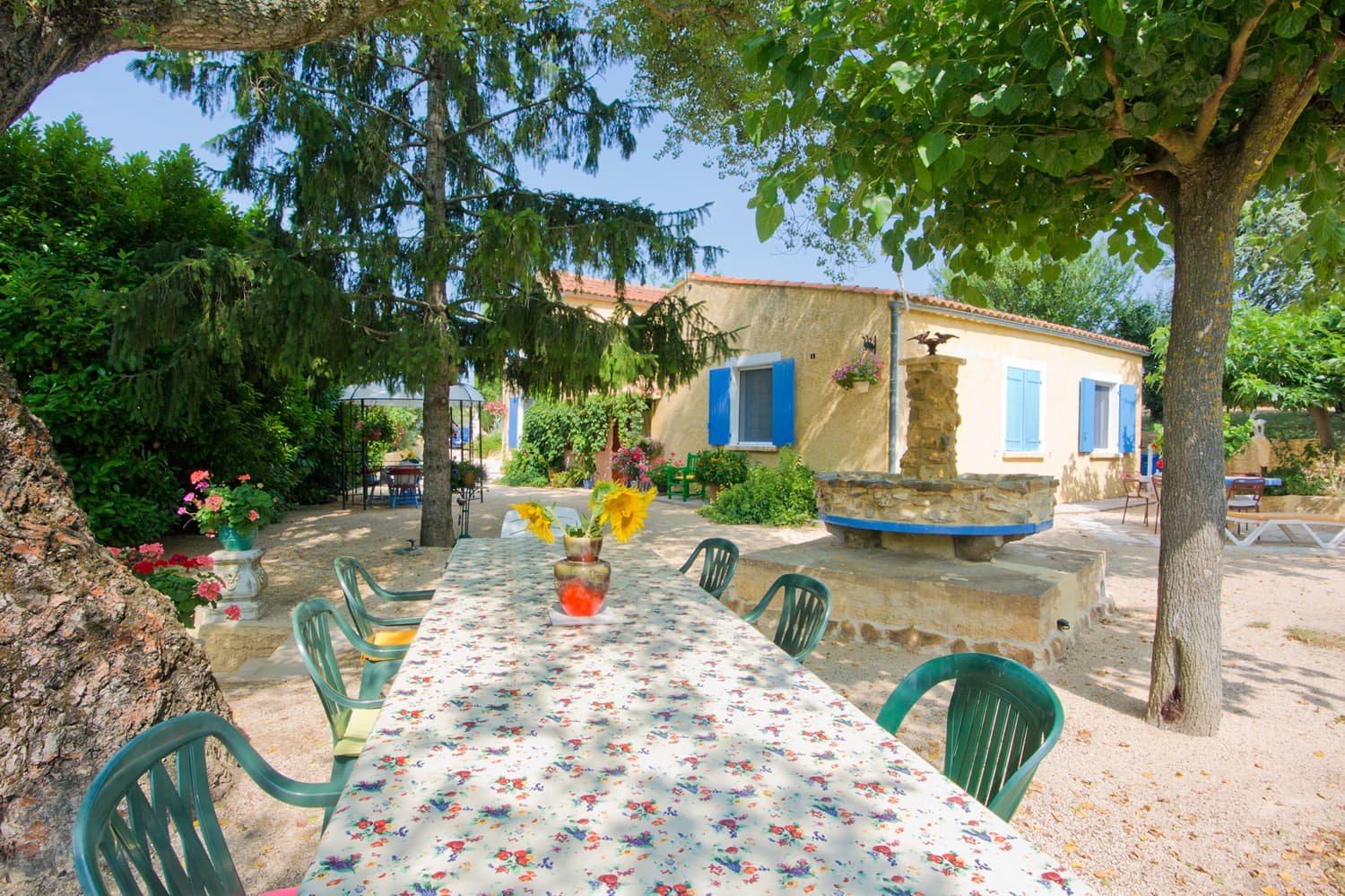 Languedoc holiday accommodation dining terrace