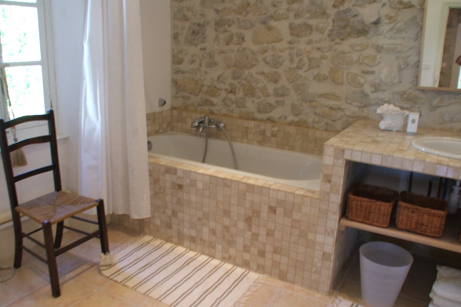 Bathroom in Boisset-et-Gaujac, Occitanie holiday accommodation
