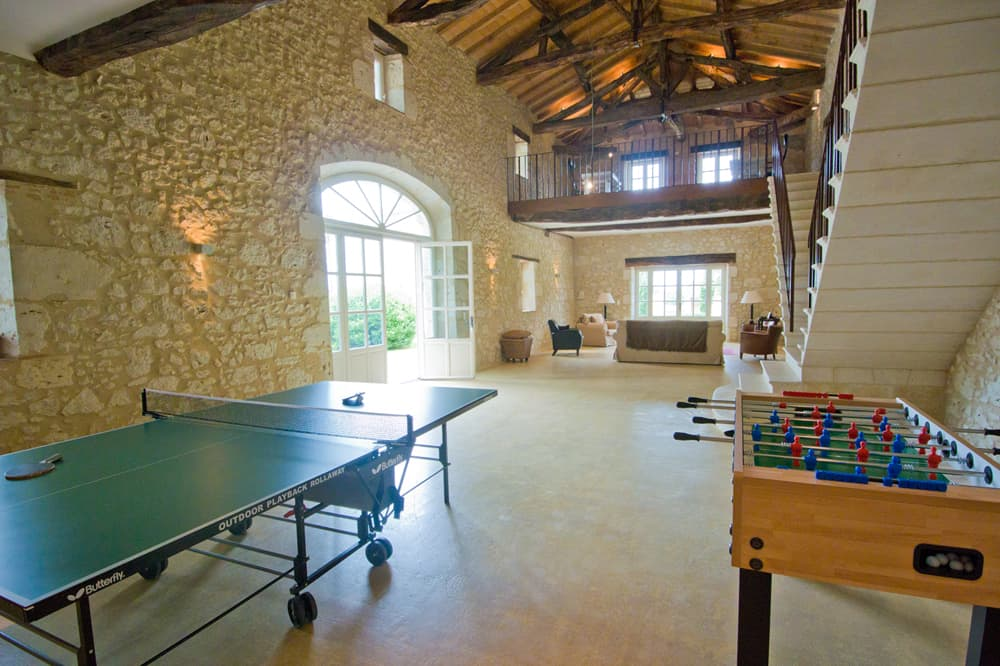Table tennis and table football in South West France rental home