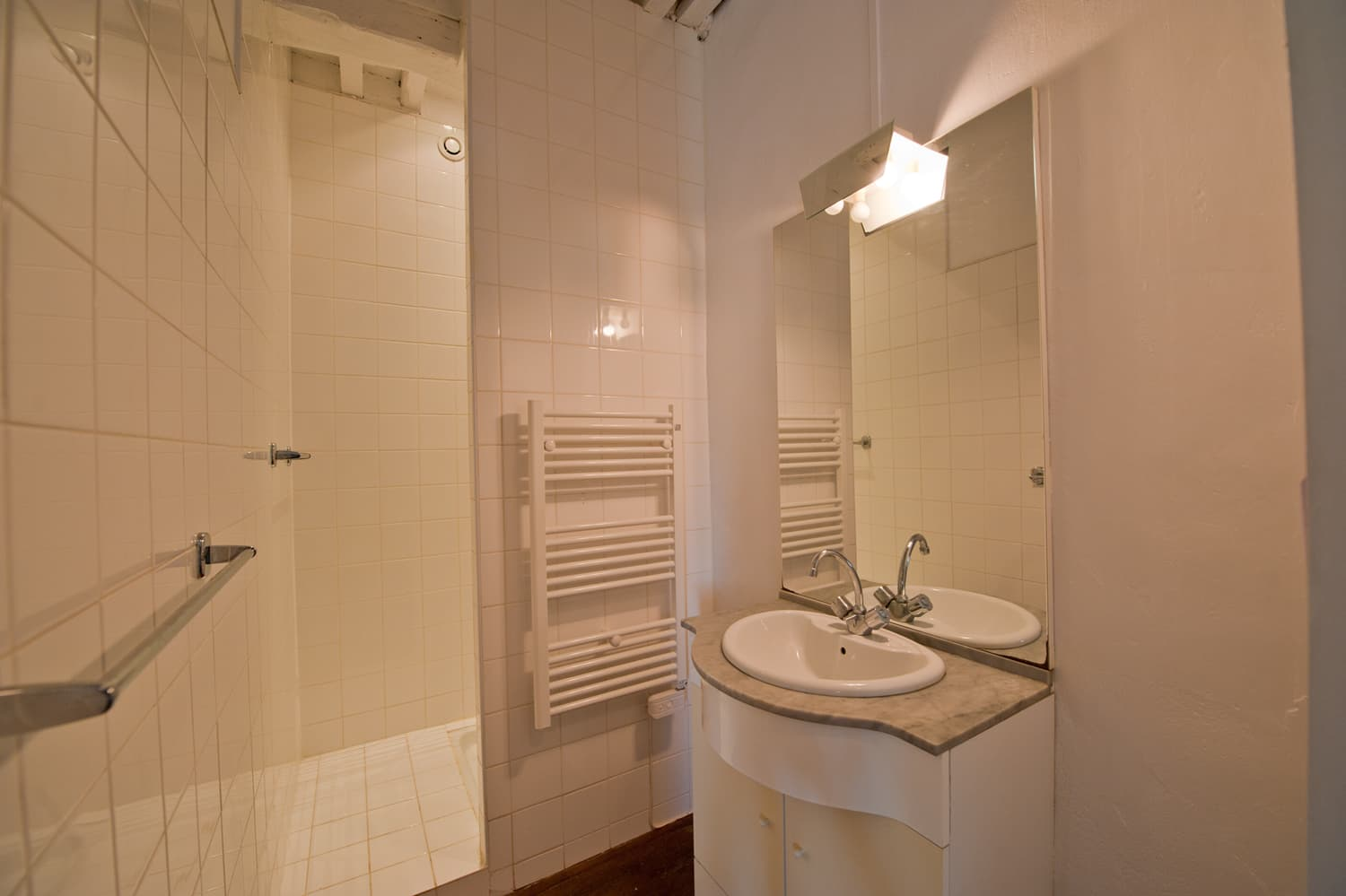 Bathroom in South West France rental accommodation