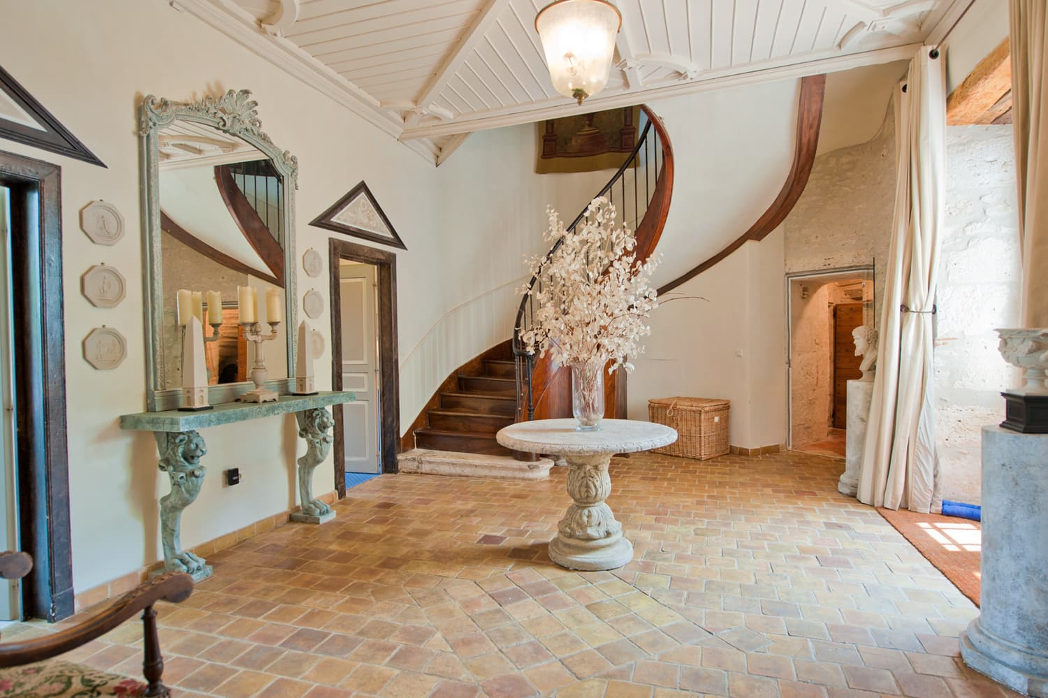Entrance hall in South West France rental accommodation