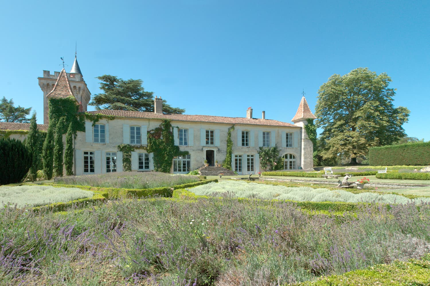 Holiday château in France