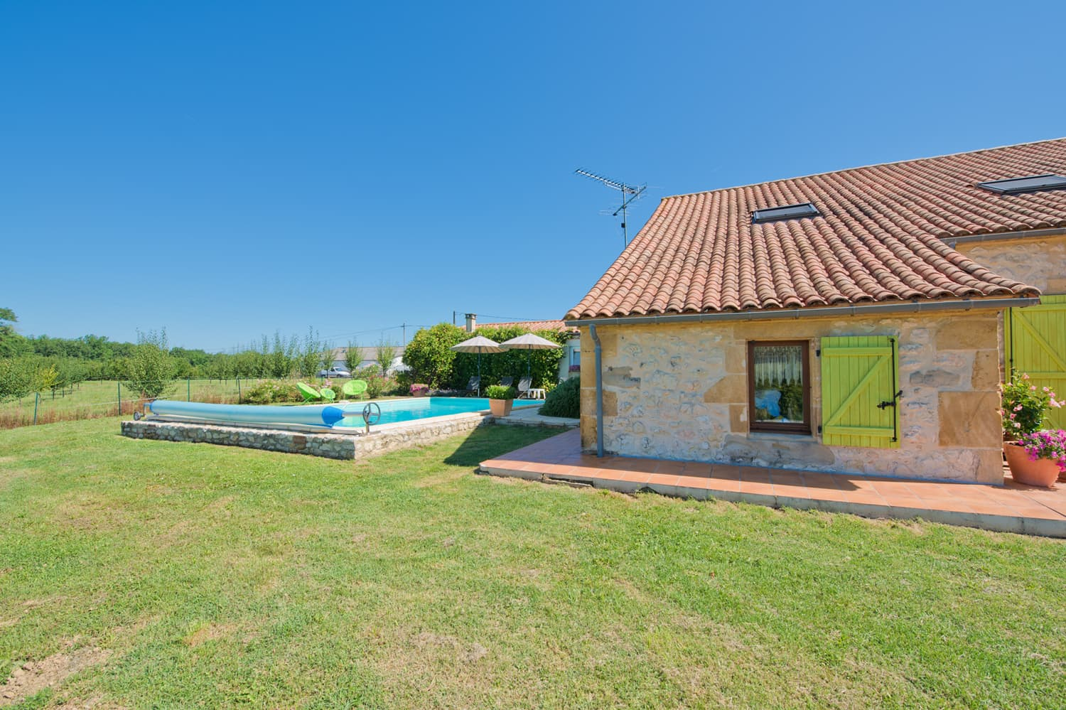 Dordogne holiday home with private pool and lawned garden