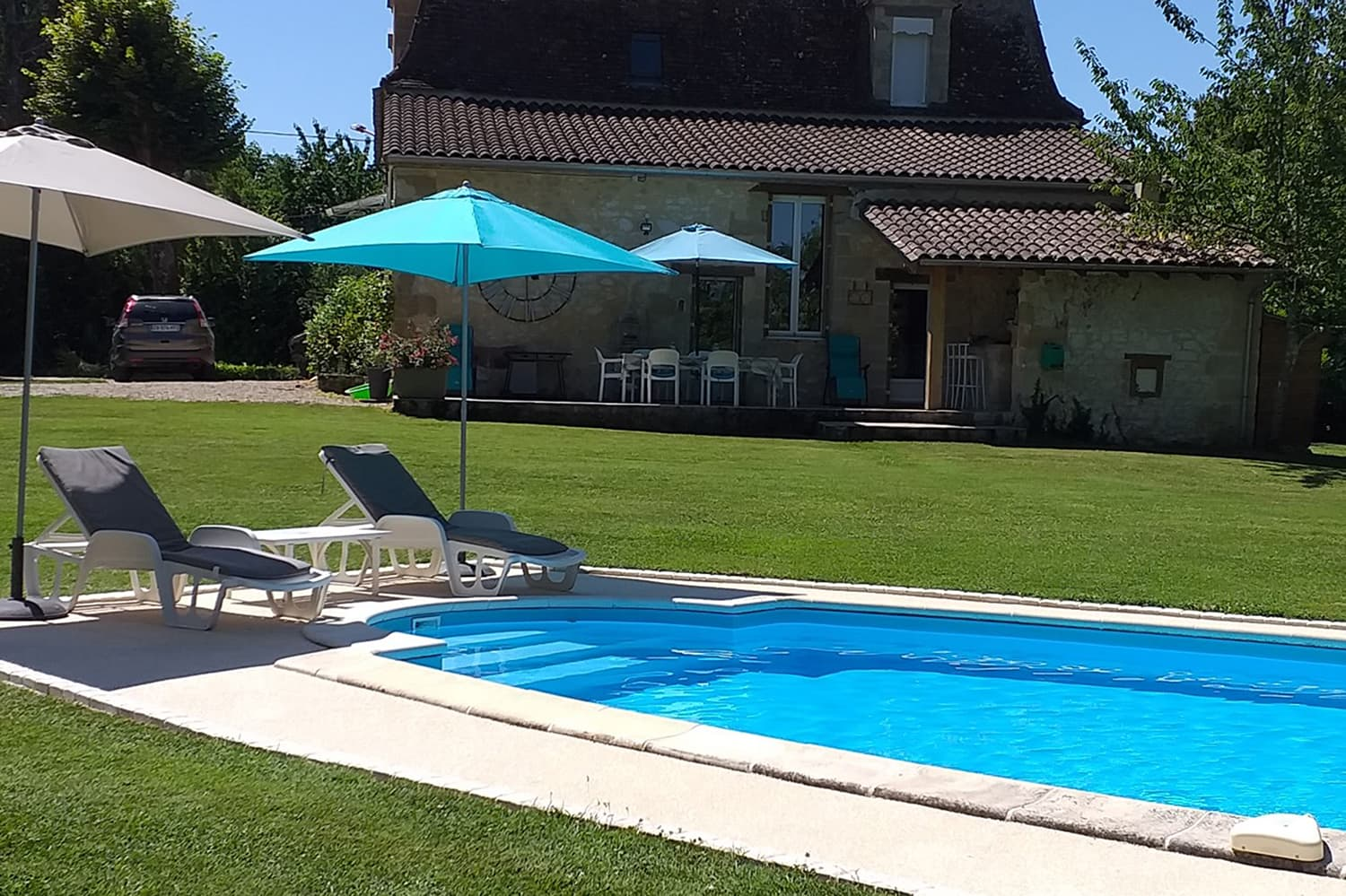 Private pool with lawned garden in Dordogne