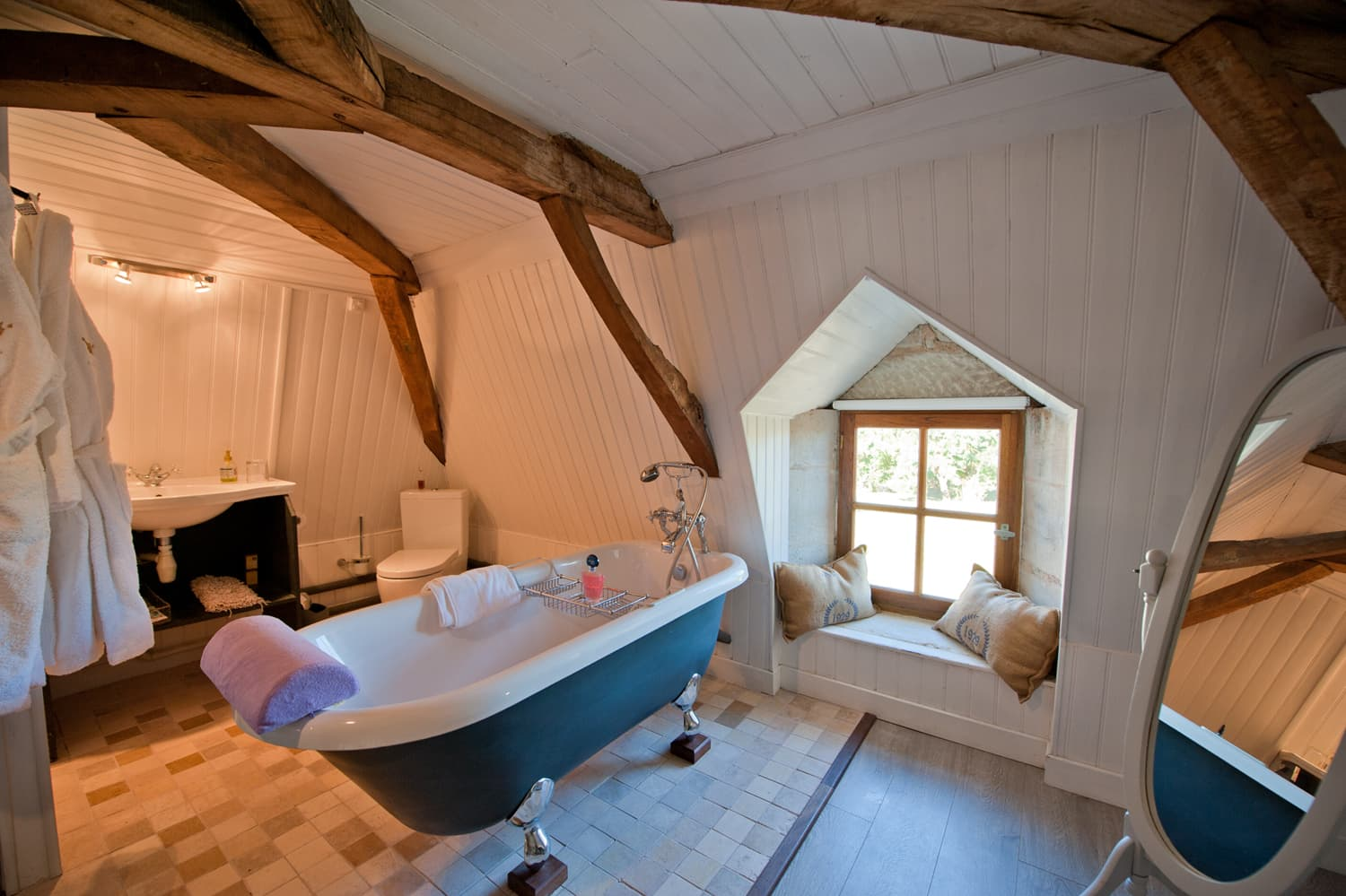 Ensuite bathroom in Dordogne holiday home