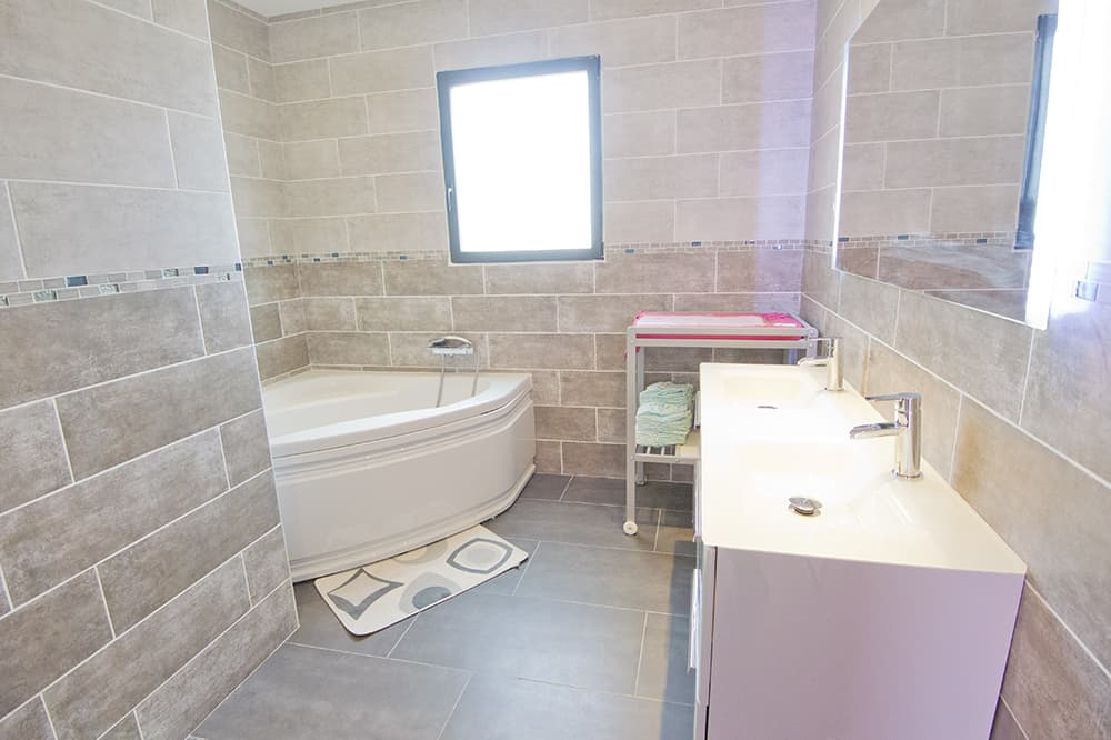 Bathroom in Languedoc rental accommodation