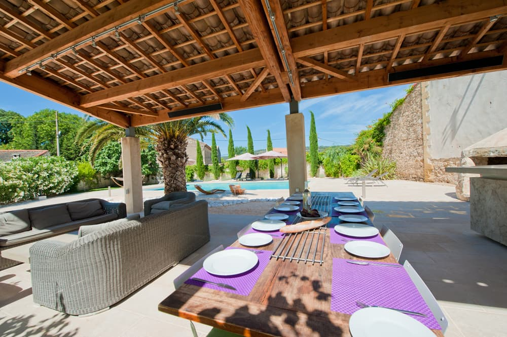 Covered terrace with summer kitchen