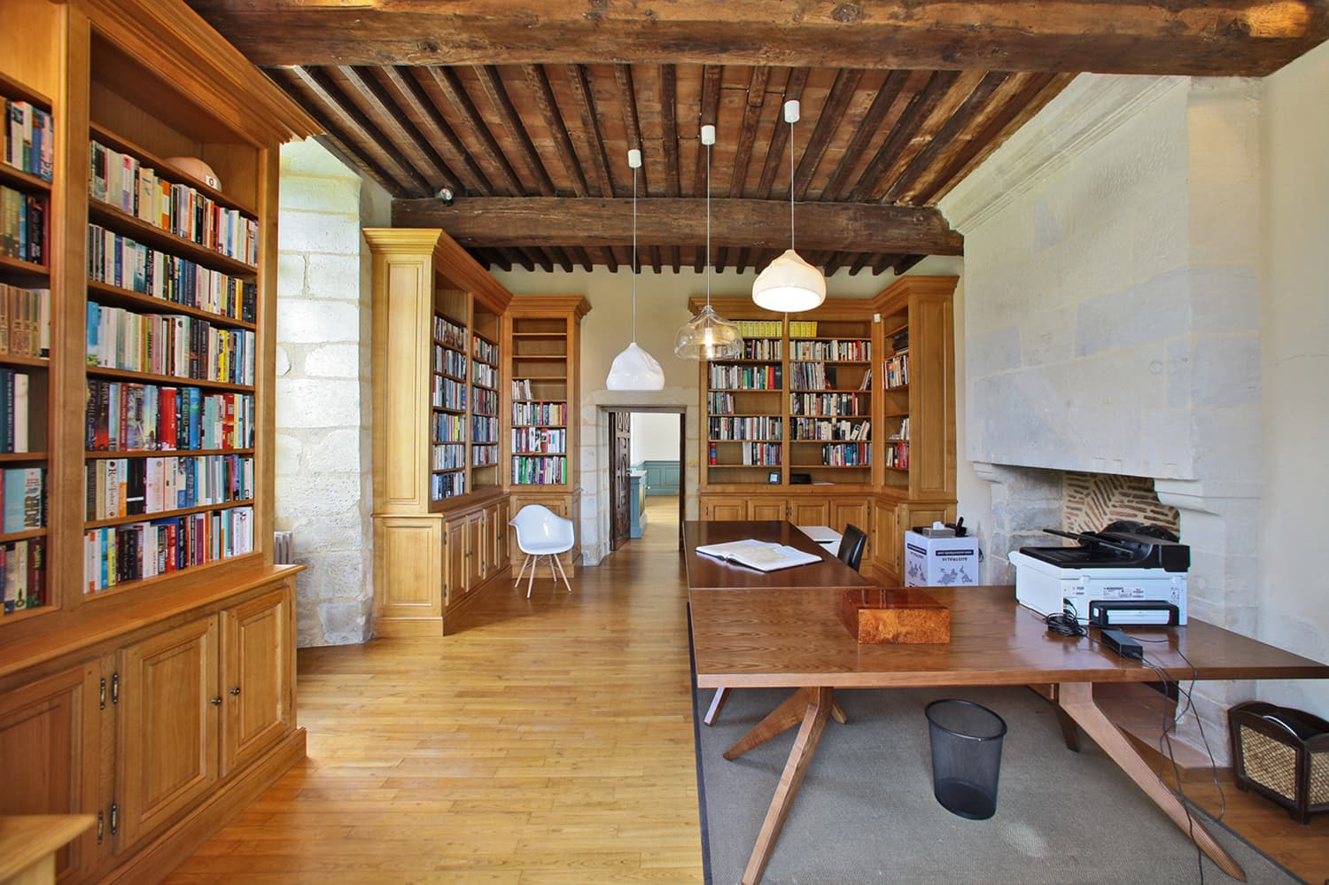 Library in Dordogne holiday château