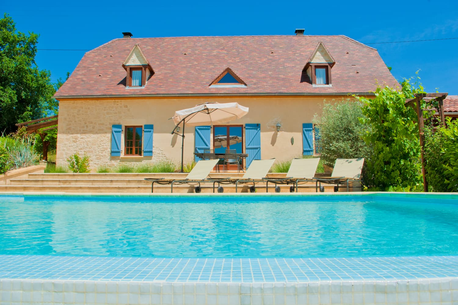 Holiday accommodation in Dordogne with private, heated pool