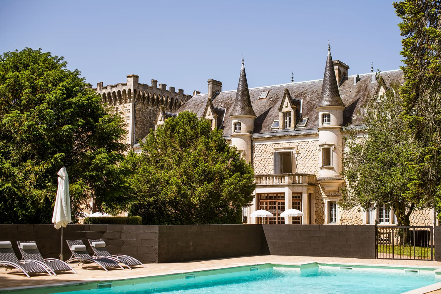 Vacation château in West France with pool