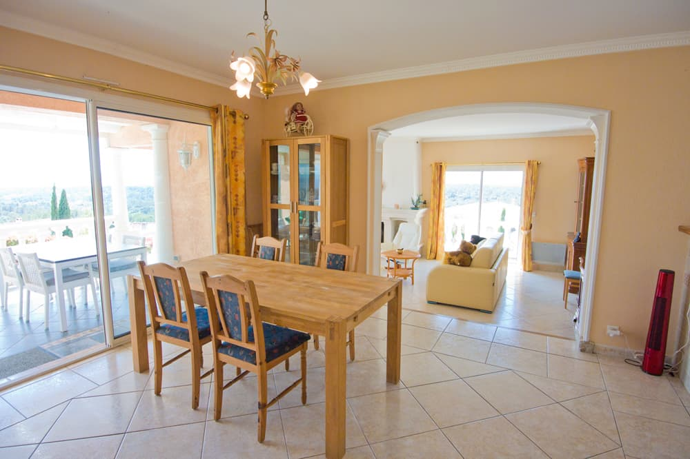 Dining room in Provence holiday villa