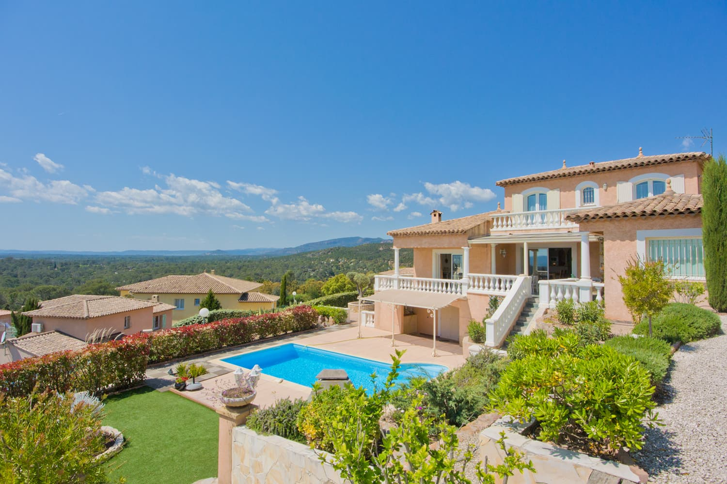 Holiday villa in Provence with private pool and lawned garden