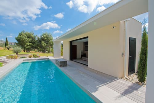 Private pool and pool-house