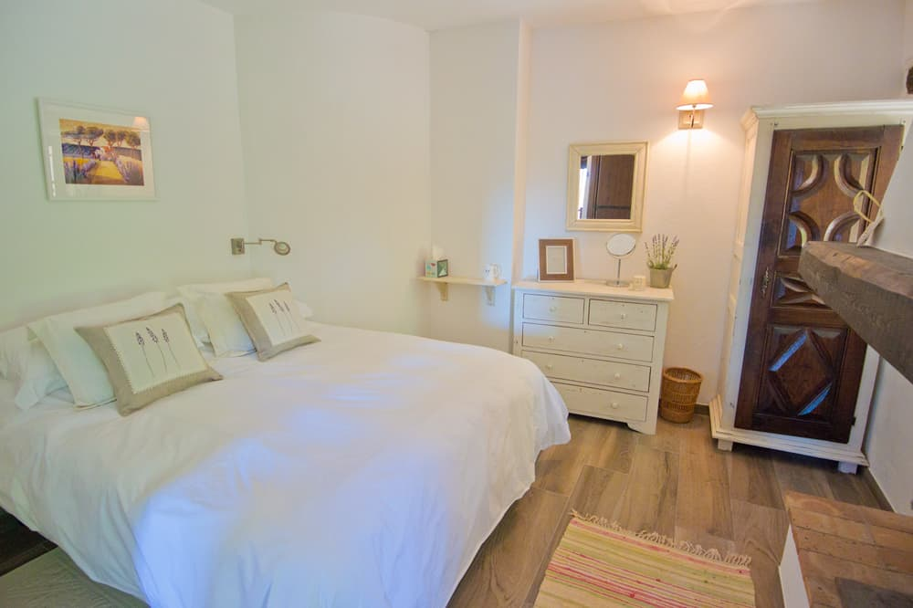 Bedroom in Provence self-catering accommodation
