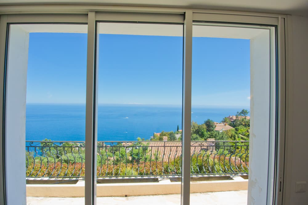 Bedroom view of the sea