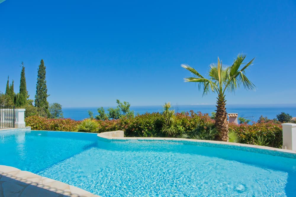 Private pool with Mediterranean Sea view