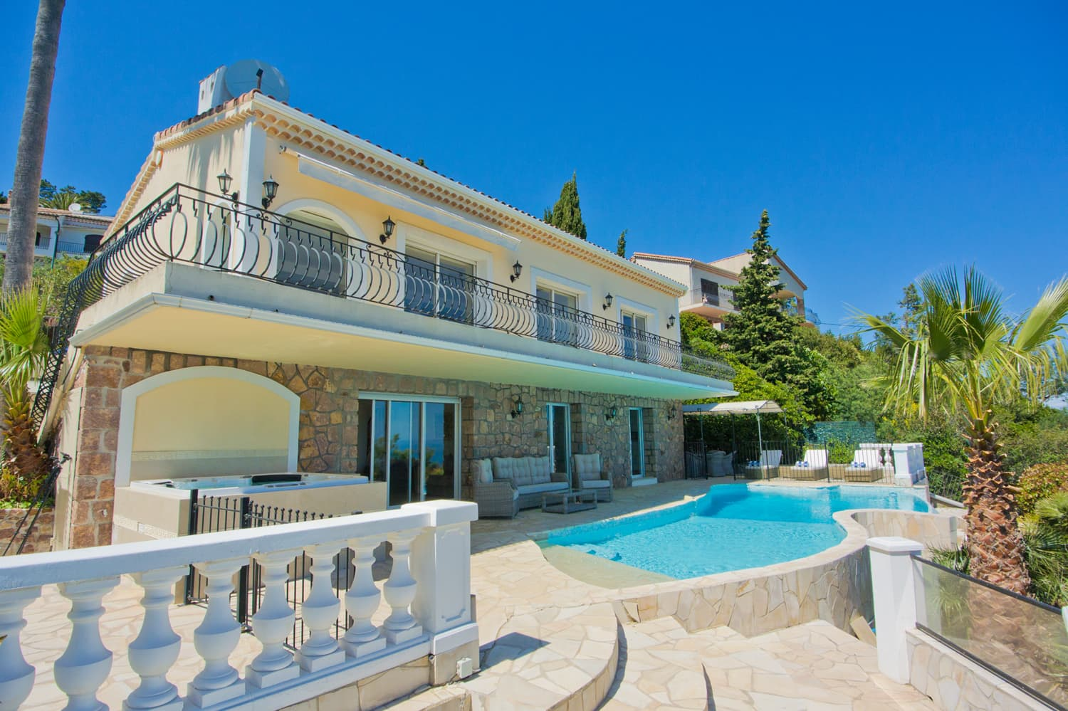 Holiday villa, Saint-Raphaël, Provence-Alpes-Côte d'Azur, with private pool