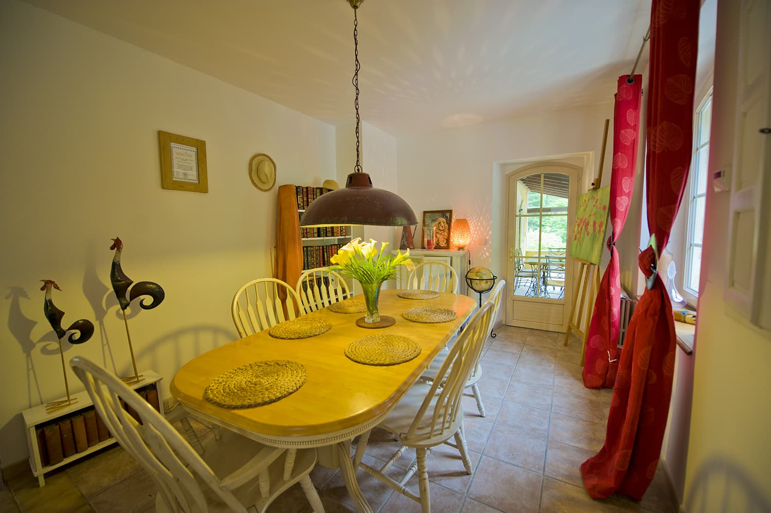 Dining room in Lot-et-Garonne holiday home