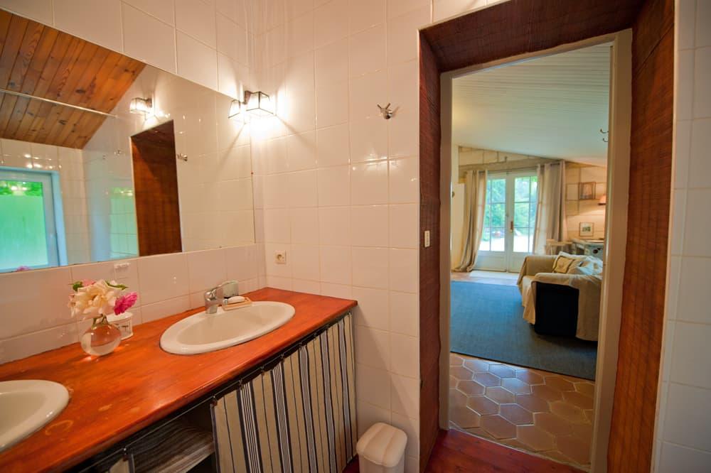 Ensuite bathroom in South West France rental home