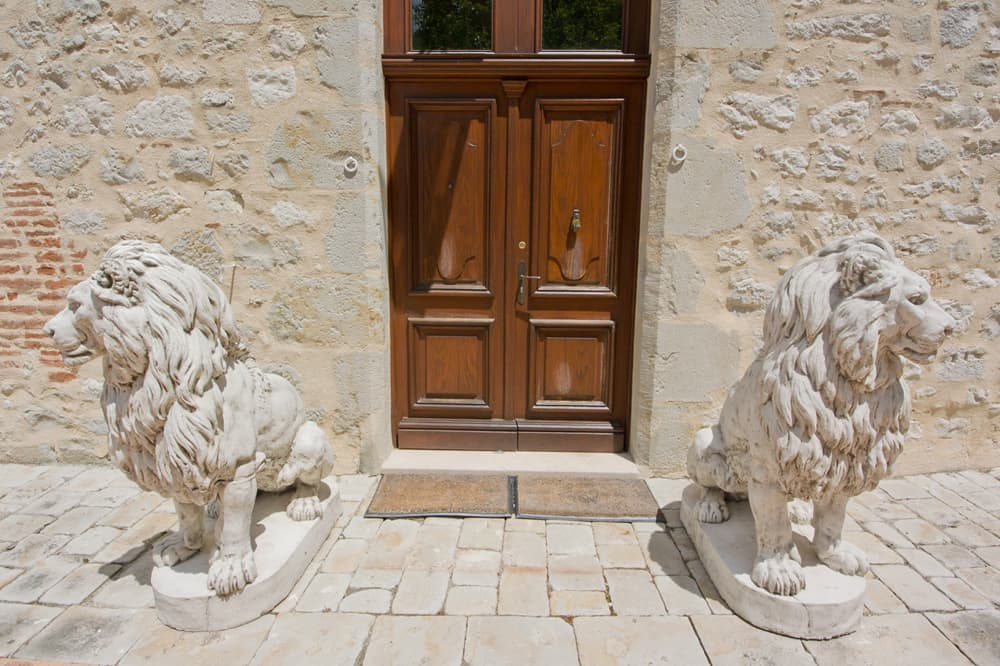 Château entrance with stone lions statues