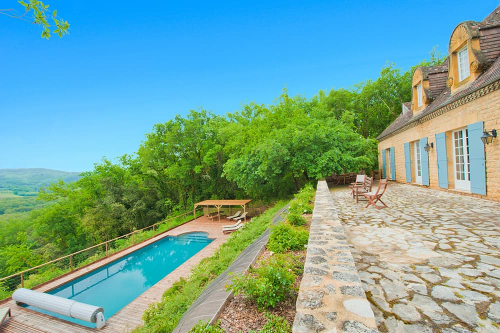 Rental accommodation in Dordogne with private, heated pool