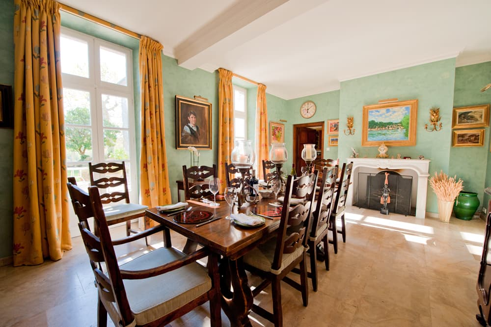 Dining room in South West France holiday château