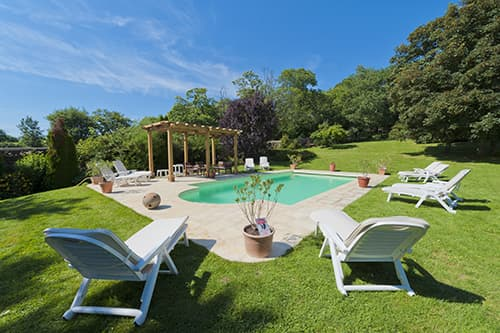 Private, heated pool with terrace and garden in Loire