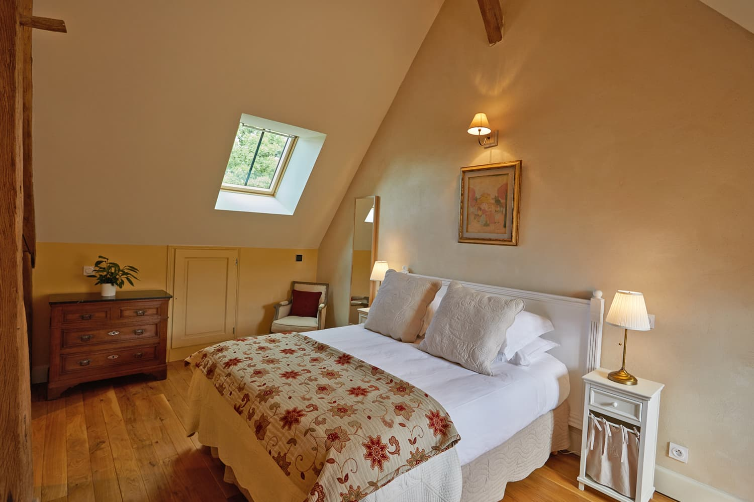 Bedroom in Burgundy holiday accommodation