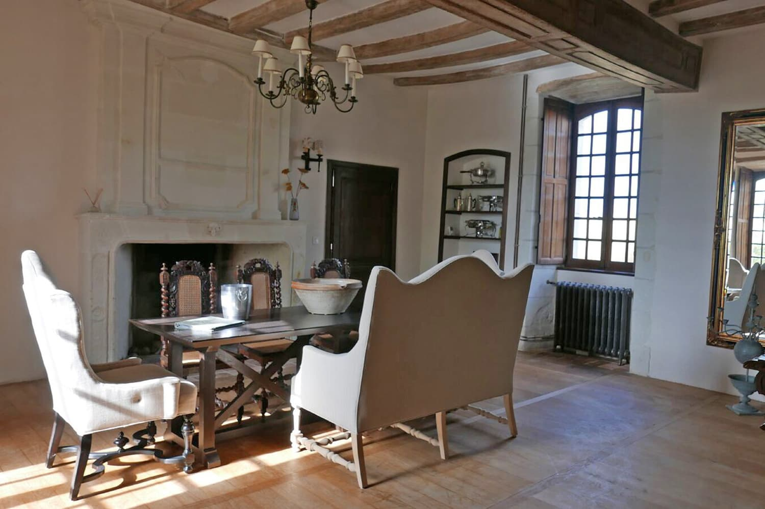 Dining room in Loire holiday château
