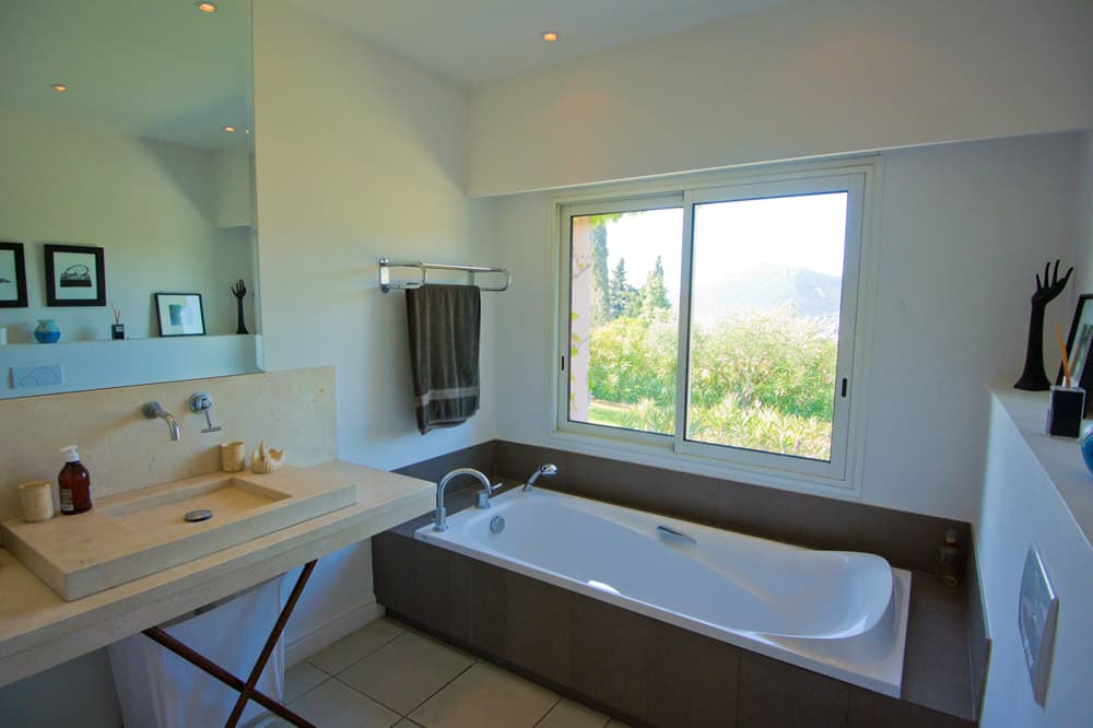 Bathroom in Provence holiday villa
