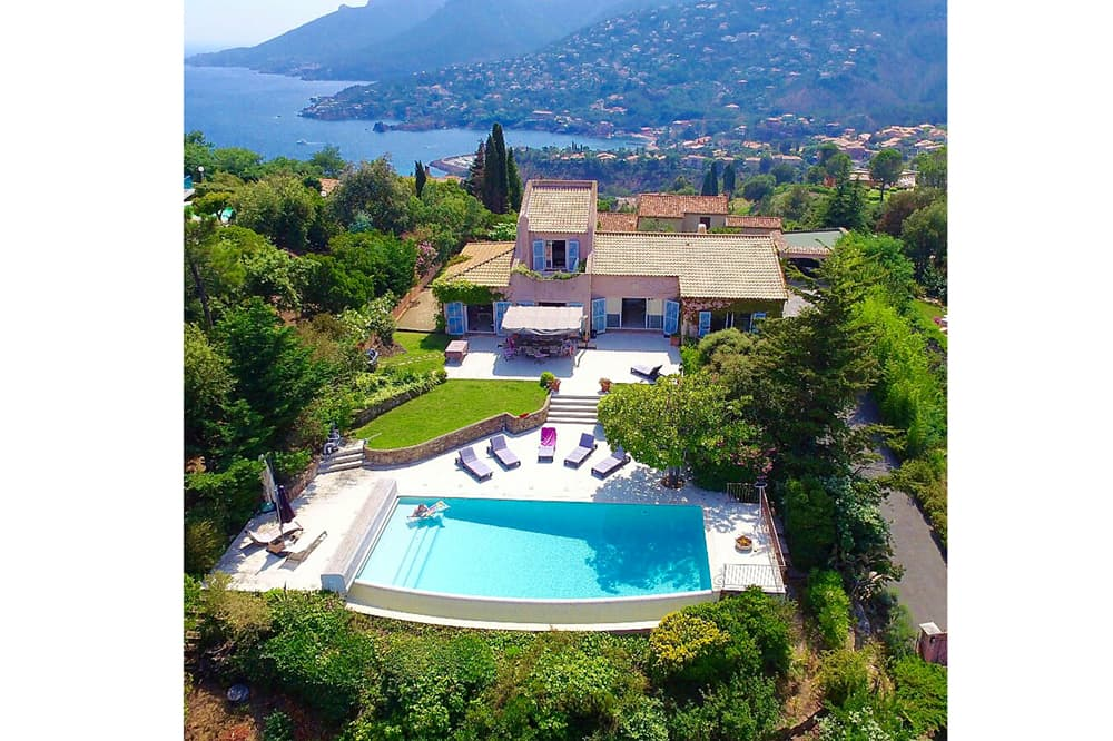 Holiday villa in Provence with private pool and Mediterranean Sea view