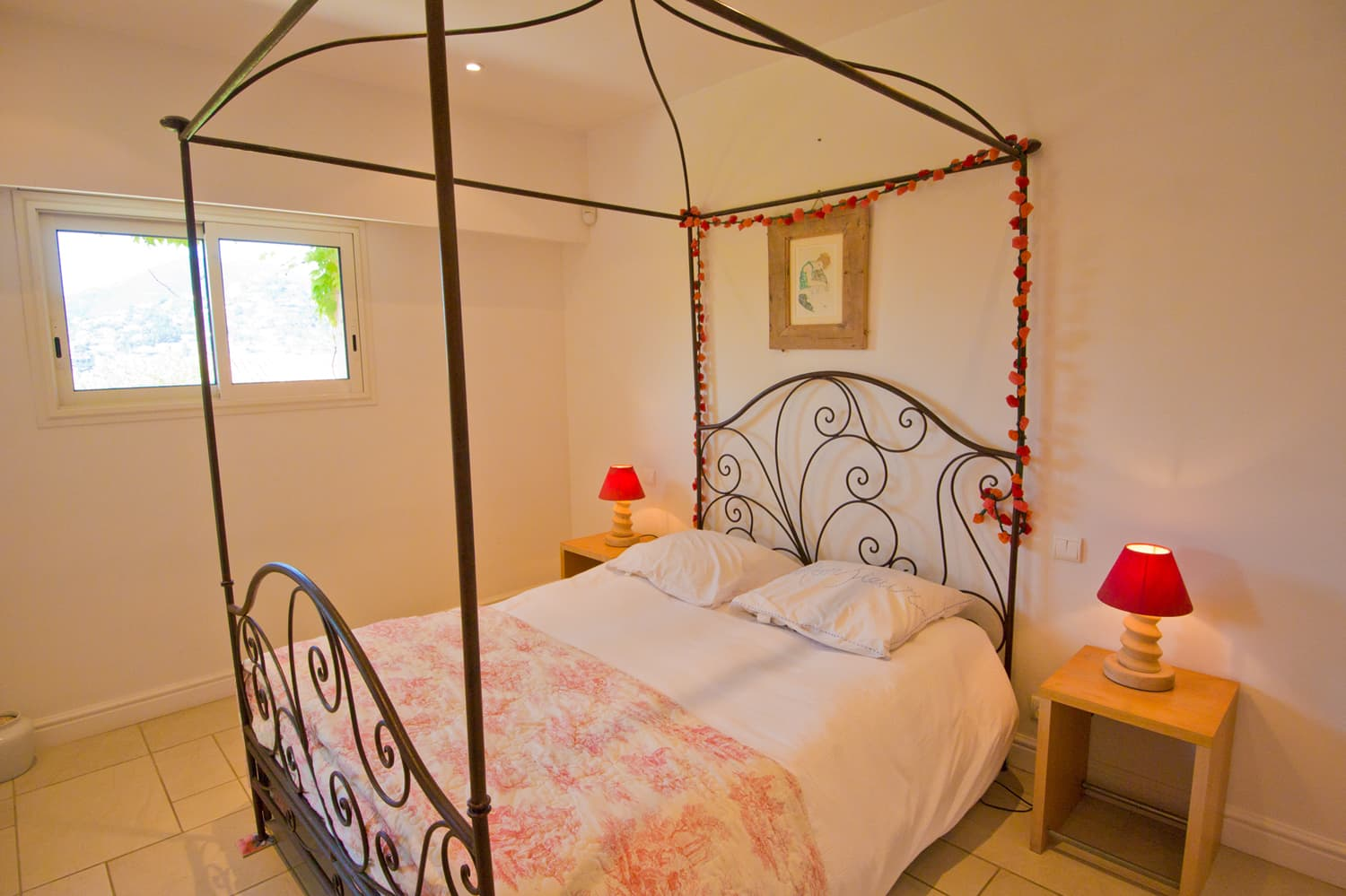Bedroom in Provence holiday villa